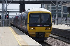 166204 Arrives at Reading (TheJRB) Tags: uk s