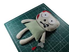 IMG_0197 (M.Kuwahara) Tags: doll zombie craft felt feltro zumbi walkingdead mortovivo marciakuwahara