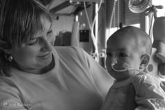 Andrea - Cuando la vida vence a la muerte (mercenario.one) Tags: andrea bn bebe hospital jpg