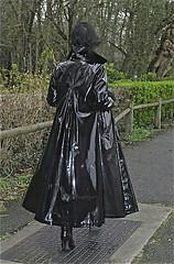 2750e40a5c2f628fce642db97a96034f (npeter50) Tags: pvc black shiny coat lackmantel
