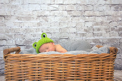 Diego (Eduardo Valero Suardiaz) Tags: cesta basket frog sleeping sleep durmiendo dormir baby child rana diego bebe madrid espaãƒâ±a