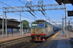E652.088 MIR MERCI MRI 47015 Chiasso Smistamento - San Nicola Melfi (simone.dibiase) Tags: e652088 mir merci mri 47015 chiasso smistamento san nicola melfi e652 trenitalia cargo cargoitalia italia xmpr rogoredo milano milan fs ferrovie dello stato italiane train station stations rail rails railway railways italy france francia loco locos locomotive locomotiva mercitalia mrirail nikon d3300 dslr camera nikond3300 passion passione trainspotter best picture world simone di biase simonedibiase
