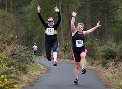 Alison Marven (288) and Monica Anderson (121) - both Falkirk Victoria Harriers (Johnamill) Tags: hill hope race strathmiglo falkland trail runners johnamill