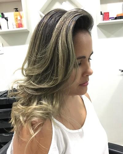 Loiros exclusivos by @marcoslsoares  Ombré Hair #ecosmetics #felithi #blendplex #olaplex #olenka #ombrehair #marcossoares #joice #paris #moema #brasília #loirosdossonhos #errejota #shoppingdowntown #mechascriativas #loiroluxo #welle #kerastase #blondorclu
