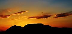 Vetlla Pasqual. (josepponsibusquet.) Tags: estartit lestartit costabrava baixempordà catalunya catalonia cataluña montgrí castell castillo massís mazizo capvespre anochecer vesprada postadesol núvols nubes pasqua vetllapasqual dissabtesant silueta perfil muntanya montaña torroella torroellademontgrí griells elsgriells