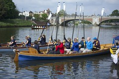 TP43 (EmmaDurnford) Tags: tudorpull 2017 hamptoncourtplace molesey teddington riverthames watermen annual rowing event palaces stela watermanscompany gloriana thamestraditionalrowingcompany flags pennants royalarms henryv111 king tudors livery boats vessels teams