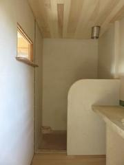 salle de bain (britoune41) Tags: écoconstruction paille terre argile solenterre enduitterre bois cadrecanadien maisonenpaille constructionécologique dordogne tadelak isolationnaturelle