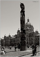 Totem (CanMan90) Tags: bw canada sunshine spring downtown britishcolumbia may totem victoria tourists pole vancouverisland 2014 victoriaday parlimentbuildings cans2s