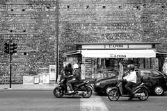 Verona streetlife (Guido Havelaar) Tags: italia verona veneto italiaturismo