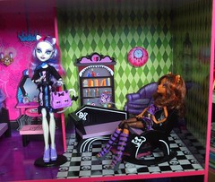 Libary (Just a Nobody) Tags: house monster high haus dollhouse puppenhaus besttoys