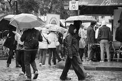 PIOGGIA A MONTMARTRE (VALE photolab) Tags: street people white black paris france passion capitale francia citta parigi
