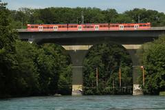 Tiefenaubrcke Bahn RBS ( Brcke - Bridge - Pont => Baujahr 1965 ) und Tiefenaubrcke Strassenbrcke ( Brcke - Bridge - Pont => Baujahr 1846 - 1851 ) ber die Aare ( Fluss - River ) bei Worblaufen im Kanton Bern in der Schweiz (chrchr_75) Tags: nature water juni ro train river landscape schweiz switzerland eau wasser suisse suiza swiss fiume natur eisenbahn zug rivire sua christoph svizzera fluss bahn
