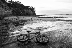 Peace and tranquility in the suburbs has its price. (ibikenz) Tags: bike bicycle sand rocks coastal singlespeed pugsley surly gastank rockpools fatbike rx100 epicdesigns revelatedesigns sonycybershotdscrx100