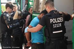 Camp hungerstreikender Refugees von Polizei geräumt (tsreportage) Tags: berlin refugees police brandenburggate brandenburgertor mitte polizei tiergarten arrest eviction riotpolice hungerstrike fluechtlinge festnahmen hungerstreik refugeestruggle