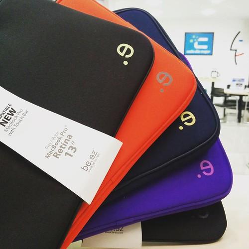 Coloridas y resistentes fundas para tu MacBook 💻 encuéntralas en @compudemano ¡No te quedes sin la tuya! #cadadiamejor. Visita nuestra tienda o llámanos Bogotá: (1) 381 9922 - Medellín: (4) 204 0707 - Cali (2) 891 2999 - Barranquilla: (5) 316 130