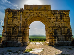 The Arch of Caracala in Volubilis (ristoranta) Tags: roomalainen marokko volubilis roman raunio triumphalarch riemukaari rauniot caracala ruined etnisyys rakennus meknèstafilalet morocco ma