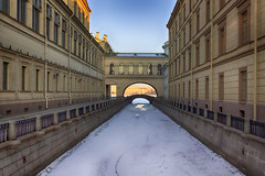 Sunny city behind the bridge - Солнечный город за этим мостом (Valery Parshin) Tags: russia saintpetersburg stpetersburg ice bridge canoneos600d canonefs24mmf28stm arch architecture snow morning
