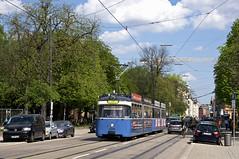 P-Zug 2005/3004 zwischen den Haltestellen Pinakotheken und Karolinenplatz (Frederik Buchleitner) Tags: 2005 3004 linie21 linie2128 linie28 linienverbund munich münchen pwagen strasenbahn streetcar tram trambahn
