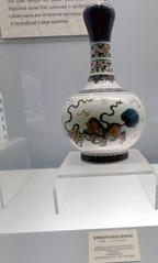 L1160256 (H Sinica) Tags: shanghai museum 乾隆 qianlong qing 清 景德鎮 jingdezhen porcelain ceramics 上海 青花 underglaze vase 瓶 釉裡紅 red 博物馆 博物館 indoor