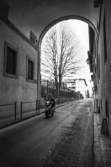 Spring in Florence (Dmitry Goloub) Tags: olympus om2n zuiko28 zuiko2835 zuiko 2835 film 35mm bw blackandwhite monochrome paris street streetphoto ilford ilfordpan400