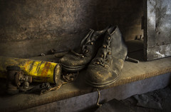 les godillots (Natilus.photo) Tags: chaussure travail usine cuir bois histoire sépia shoes work light relief marron