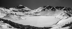 Schrecksee (Thomas Pannier) Tags: bergsee alpen alpes see lacdumont schrecksee eis ice snow scnee blakandwhite bw gipfel peak jubiläumsweg kastenkopf kälbelespitze insel island schneeinsel 1813