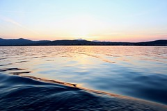 Sull'onda del tramonto (ilariapani) Tags: golfoaranci sardegna italia sunset tramonto wave onda sea mare orangesky cieloarancione boat barca sky cielo montains montagne marmediterraneo mediterraneo mediterraneansea mediterranea