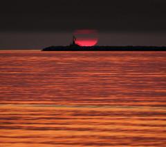 Sunrise over gold (Robyn Hooz (away)) Tags: sunrise sole alba mare oro onde waves horizon liquido liquid light luce seascape chioggia sottomarina faro lighthouse