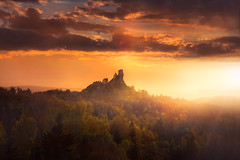 Echoes of the Past (@hipydeus) Tags: light sunset castle rock germany bayern bavaria ancient ruin rays flossenbürg oberpfalz h32abd1b3 h8fdcf3