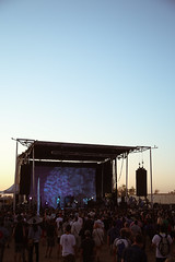 jackieleeyoung_psychfest_may4-sunsetcrowd