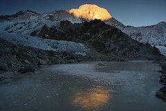 Ultims raigs (ferran_latorre) Tags: nepal mountain climbing himalaya alpinismo montaa puya alpinisme makalu alpinism ferranlatorre climbingfilming