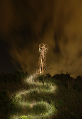 Torre de powah (Adri Cabo) Tags: nocturna maglite3d