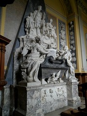 Monument to First Duke and Duchess of Marlborough by John Michael Rysbrack (jacquemart) Tags: sculpture queenanne chapel palace marble baroque 2johnmichaelrysbrackrysbrackblenheim monumenttofirstdukeandduchessofmarlborough