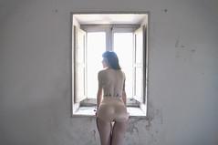 Muchacha en la ventana... (la.churri) Tags: contraluz ventana nikon abandono 2014 abandonado d90 mll3 tokina1224mm luznatural lachurri autochurri