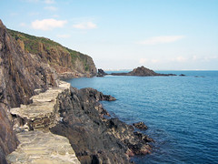 watch your step (bullit1000_0) Tags: hole path coastline collioure