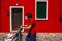 una passante (Indotalia) Tags: venezia viaggio burano