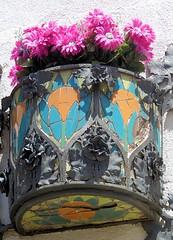 Terrassa - Raval de Montserrat 48 f (Arnim Schulz) Tags: modernisme barcelona artnouveau stilefloreale jugendstil cataluña catalunya catalonia katalonien arquitectura architecture architektur spanien spain espagne españa espanya belleepoque art kunst arte modernismo building gebäude edificio bâtiment faïence carreau glazed tile baldosa azulejos kacheln mosaïque mosaic mosaik mosaico baukunst tiles gaudí pattern deco liberty textur texture muster textura decoración dekoration deko ornament ornamento ceràmica ceramics céramique