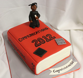 Graduation Book Cake med