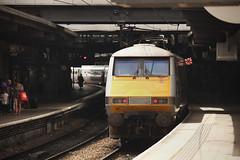 91117 Leeds 06/07/2014 (Flash_3939) Tags: uk station electric train grey yorkshire leeds july rail railway bn locomotive eastcoast 2014 class91 91117 82218 westridinglimited