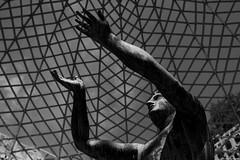 sans souci gazebo (Salvo Marturana) Tags: germany gazebo bn statua sanssouci potsdam biancoenero germania tamron1750 alemagna canon550d