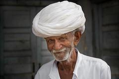 Inde: vieil homme et son turban. (claude gourlay) Tags: inde india asie asia claudegourlay portrait retrato ritratti people rajasthan jodhpur turban