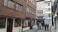 Rue de la Boucherie et dans le fond rue du Pont, Liège, Belgium (claude lina) Tags: claudelina belgium belgique provincedeliège liège rue street architecture ruedelaboucherieliège colombages