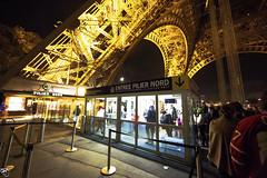 ENTREE PILIER NORD (kweong™) Tags: paris latoureiffel europe nightscenery streetphotography