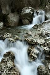 La danza dell'acqua (EmozionInUnClick - l'Avventuriero's photos) Tags: cascata torrente valledelleprigioni