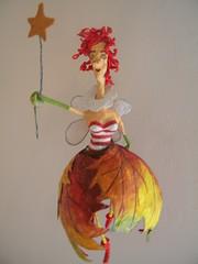 La Rossella (fatina d'autunno) (Cartarughe) Tags: autumn red rojo dolls fairy recycledart figurine autunno rosso hada muecas fatina bamboline papelmach recyclednewspaper papermach cartarughe cartarpesta