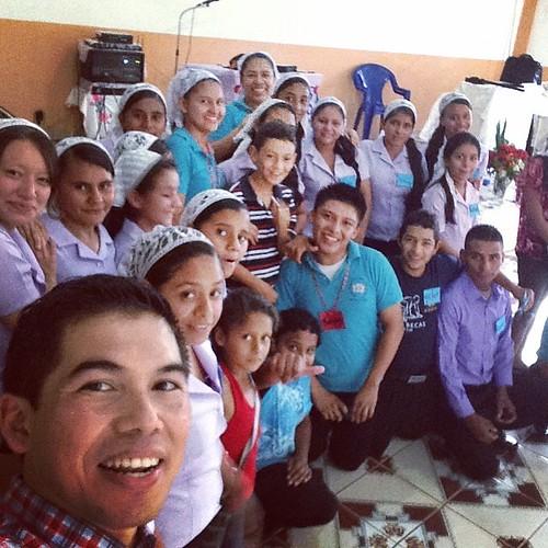 Compartiendo con la #juventud de #iglesiaRosaDeSaron en un lugar muy apartado pero muy bonito de #ElSalvador #RosaDeSaronJuvenil