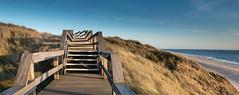 Abendstimmung am Strand von Wenningstedt (andreas.zachmann) Tags: strand deutschland sand meer himmel treppe holz nordsee deu schleswigholstein weg frhling steg dnen abendsonne abendlicht strandhafer wenningstedt
