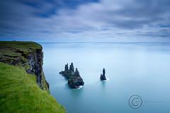 Reynisdrangar (Tmas Freyr) Tags: ocean sea landscape sjr reynisdrangar landslag suurland reynisfjall