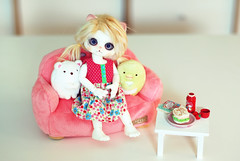 Friends on the couch (dr.plum) Tags: witch luts delf chu zuzu