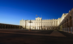Palacio Real de Madrid (hugociss) Tags: madrid plaza city architecture square de landscape real evening la spain cityscape royal palace historical palacio armera